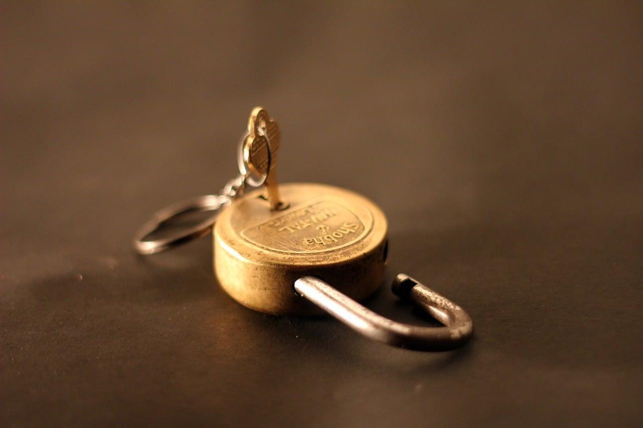 Cadenas et clé